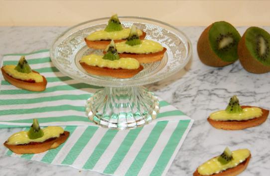 Barchette con crema e frutta