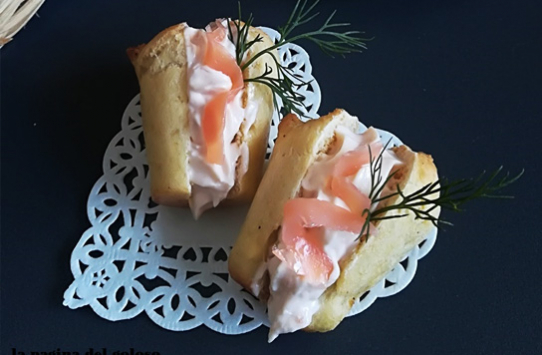 Babà salati con crema al salmone
