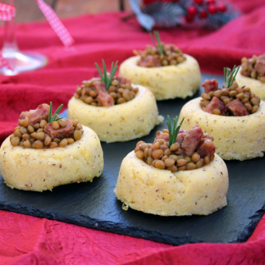 Cestini di polenta lenticchie e cotechino